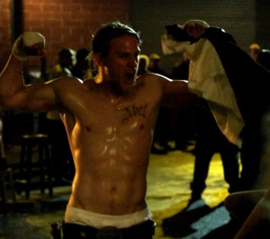 charlie hunnam shirtless sons of anarchy